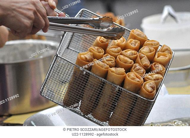 Malacca (Malaysia): spring-rolls, fried in a Chinatown's restaurant