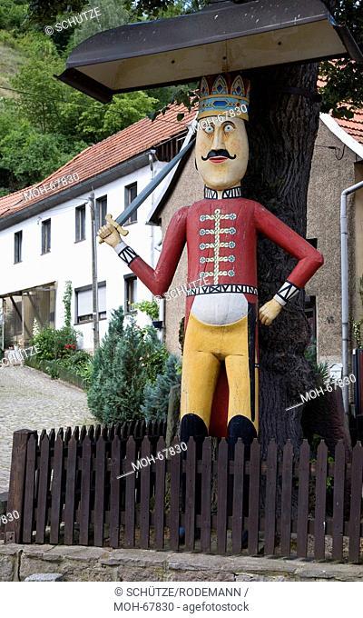 Sachs-Anh Questenberg/Harz hölzerner Roland. Heutige Figur von 1976 aus Eichenholz, an historischer Stätte von 1437