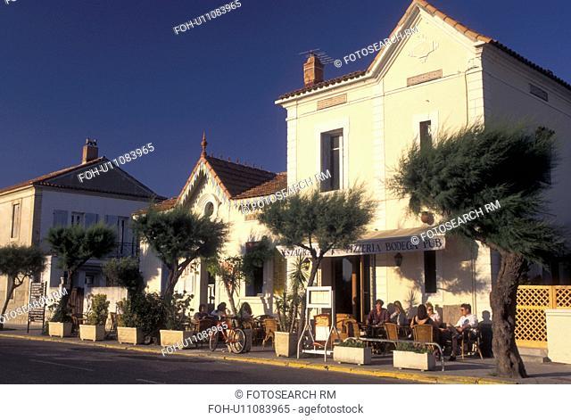 cafT, France, Saintes-Maries-de-la-Mer, Camargues, Bouches-du-Rhone, Provence, Europe, Outdoor cafT in the village of Saintes-Maries-de-la-Mer