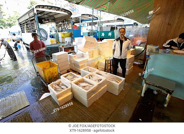 fresh fish being packed in ice and into polystyrene boxes for transport to shops and restaurants aberdeen wholesale fish and seafood market hong kong hksar...
