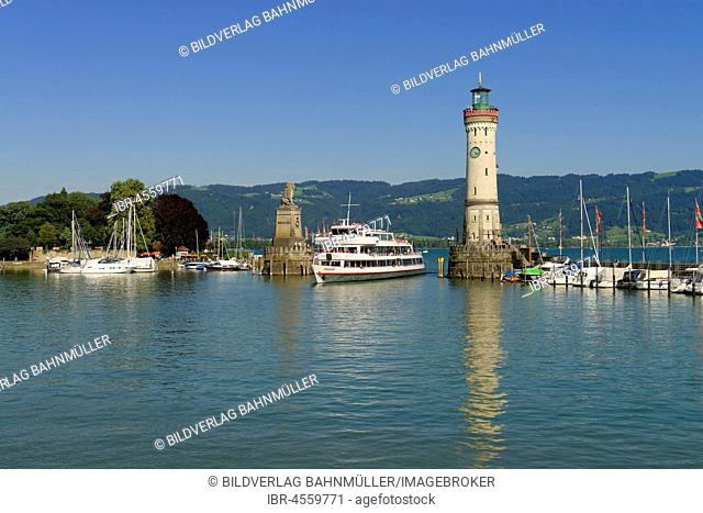 Excursion boat in the harbour entrance, between lighthouse and Bavarian lion, Lindau at Lake Constance, Swabia, Bavaria, Germany