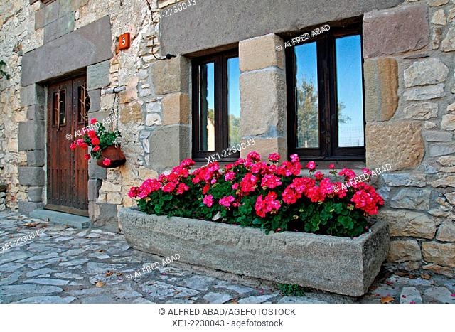 Flowerpots, housing, Tavertet, Osona, Catalonia, Spain