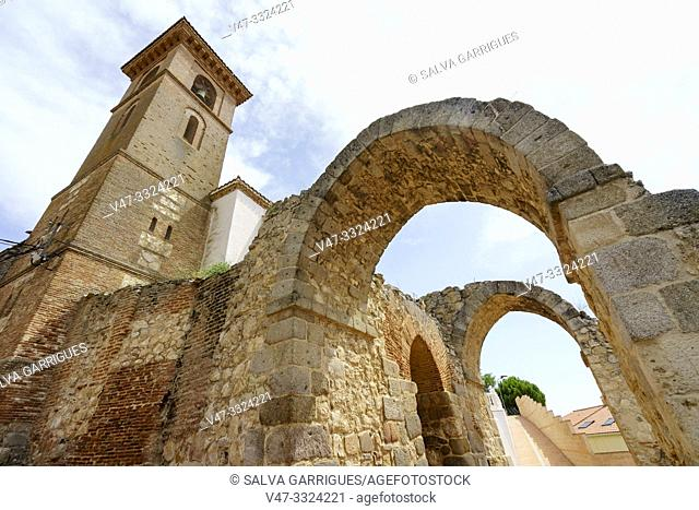 The parish church of Maqueda is that of Santa María de los Alcázares, it was built in the 15th century inside the walled enclosure and supported by the Califal...