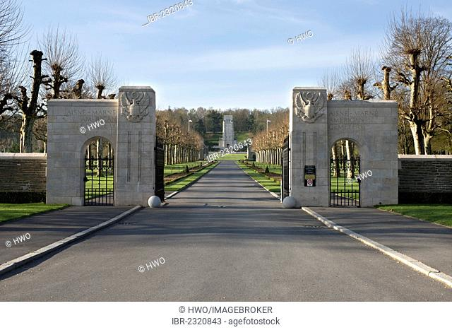 Entrance and avenue, memorial at back, Aisne-Marne American Cemetery and Memorial, First World War, battle in the forest of Belleau, 1918, Département Aisne