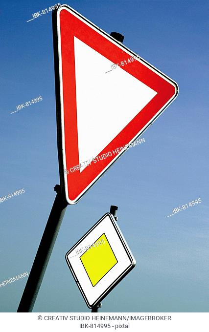 Traffic signs, yield and yield to the right-of-way