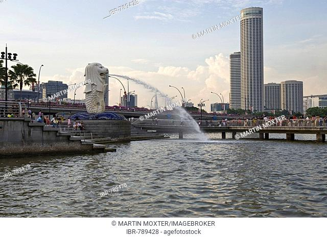 Financial District of Singapore on the Marina Bay behind the statue of Merlion, half fish and half lion, mascot of Singapore, Southeast Asia