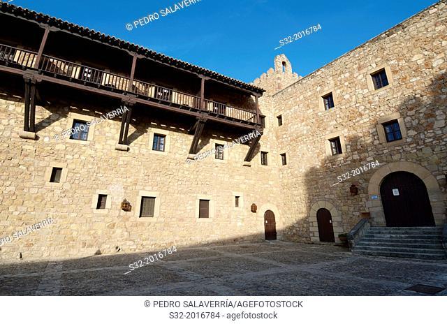 Courtyard of Castle of Siguenza, of Arab origin was built in the 12th century is now Parador Nacional de Turismo, Guadalajara, Castilla La Mancha, Spain