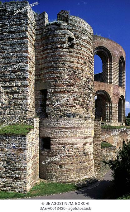 View of the Imperial Baths (Kaiserthermen), Augusta Treverorum (UNESCO World Heritage Site, 1986), Trier, Rhineland-Palatinate, Germany