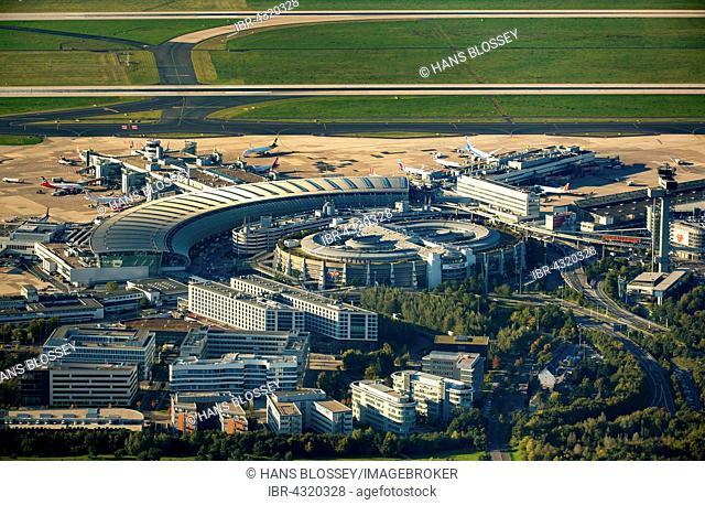 Aerial view, Düsseldorf Airport, international airport with arrival and departure hall, runway and aircraft, Düsseldorf, Rhineland, North Rhine-Westphalia