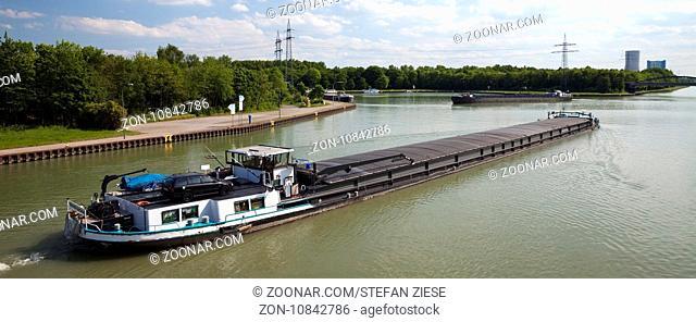 Frachtschiff auf dem Datteln-Hamm-Kanal, Datteln, Ruhrgebiet, Nordrhein-Westfalen, Deutschland, Europa