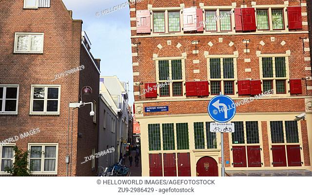 To the right of the alleyway, Riga Coat of Arms, Oudezijds Voorburg Wal, Amsterdam, Netherlands. . Stepped gable house from 1605 built for an immigrant merchant...