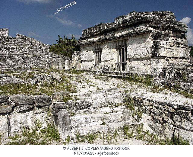 Ruinas del Rey (Ruins of the King) Maya archeological site (postclassic period, 1250-1521) near Cancún. Yucatán, Mexico