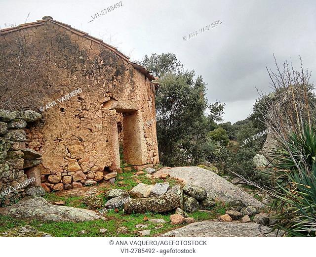 Chozo (rural house shepherds) saw abandoned in Robledillo de Trujillo, Extremadura, Spain