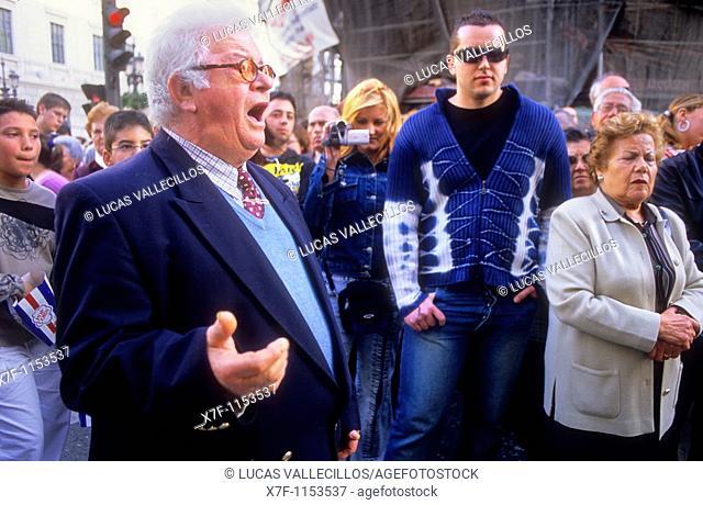 `Saetero' singing to virgin of Brotherhood `Resucitado de Regina'  Resurrection Sunday  In Puerta Real  Procession of `Resucitado Regina'  Granada  Andalusia