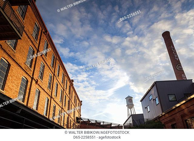USA, North Carolina, Durham, American Tobacco and City Center Complex, mixed use space in renovated tobacco warehouses