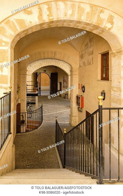 Cal Comte de la Cova, gotico, siglo XIV, escuela superior de turismo, Palma, Mallorca, balearic islands, Spain
