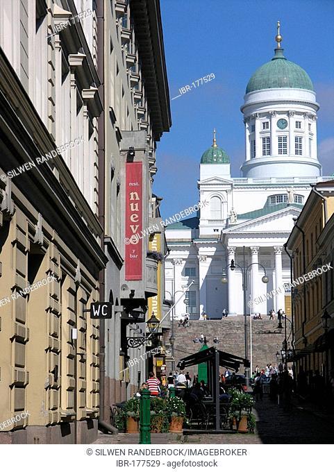 Lane to Tuomiokirkko lutheran kathedral on senate square senatintori city centre of Helsinki Finland