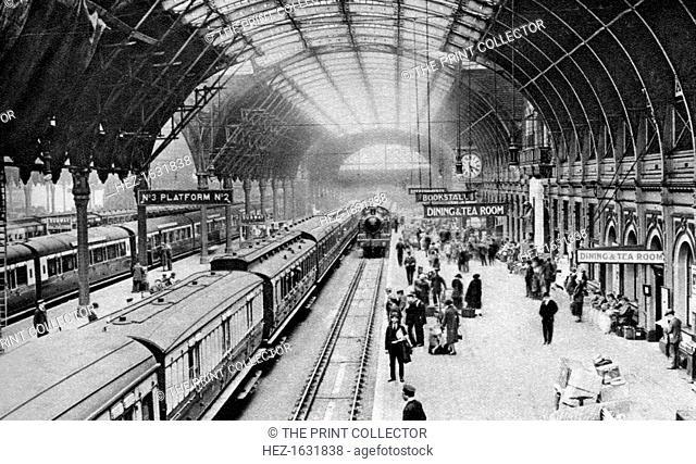Paddington Station, London, 1926-1927. From Wonderful London, volume II, edited by Arthur St John Adcock, published by Amalgamated Press (London, 1926-1927)