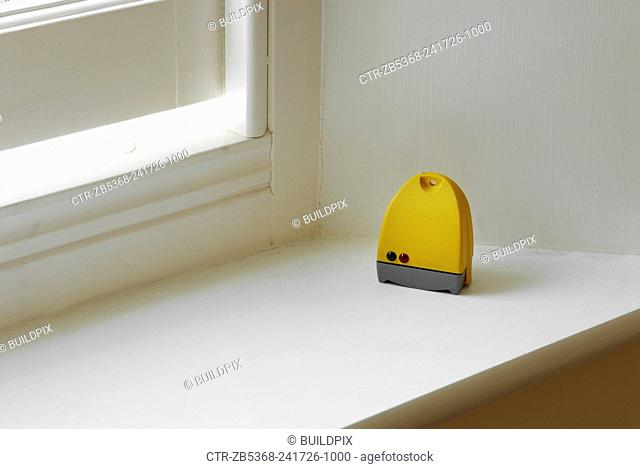 Humidity control by open window