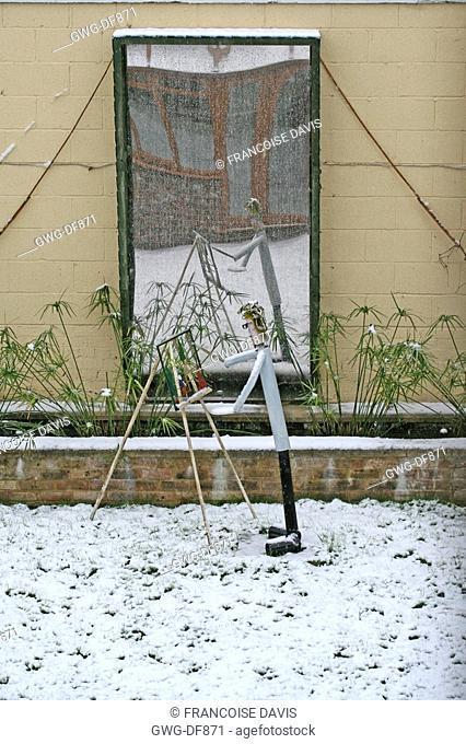 SNOW ON STATUE IN TOWN GARDEN