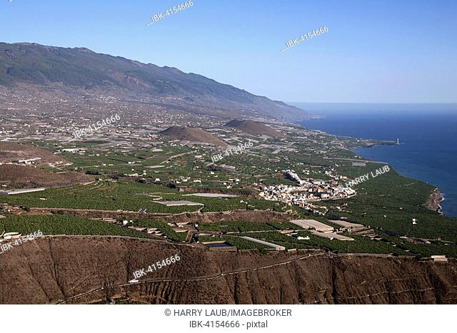 View of the south-west of La Palma, the mountain range of the Cumbre Vieja behind, Tazacorte, La Palma, Canary Islands, Spain