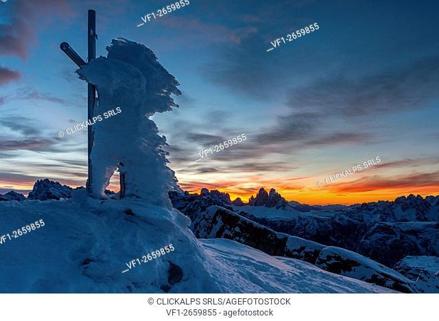 Piramide/Helltaler Schlechten, Dolomites, South Tyrol, Italy. The Summit cross on the top of Piramide