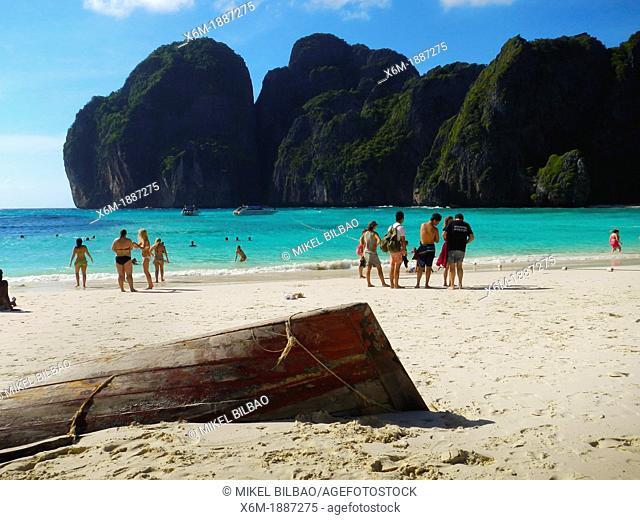 Tourists in Maya Bay  Phi Phi Leh island  Krabi province, Andaman Sea, Thailand