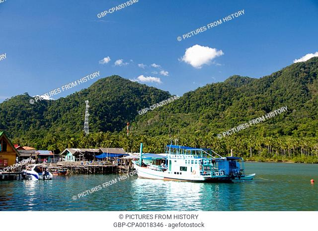 Thailand: Dive and fishing boats, Bang Bao fishing village, Ko Chang, Trat Province