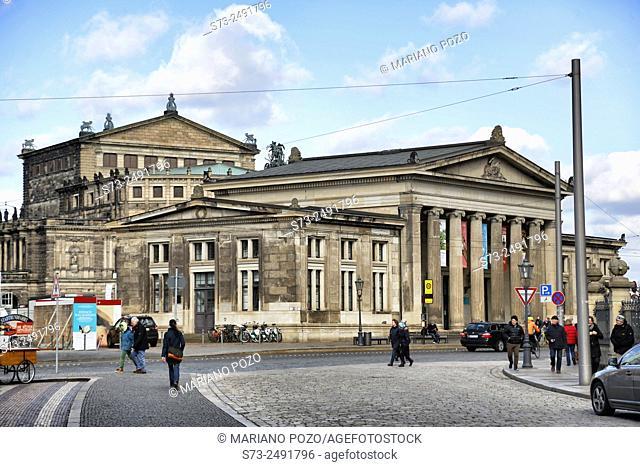 D-Dresden, Elbe, Sachsen, Altstaedter Wache am Theaterplatz