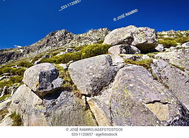 Eagle Cliff Rope Sierra de Gredos Avila Castilla León Spain
