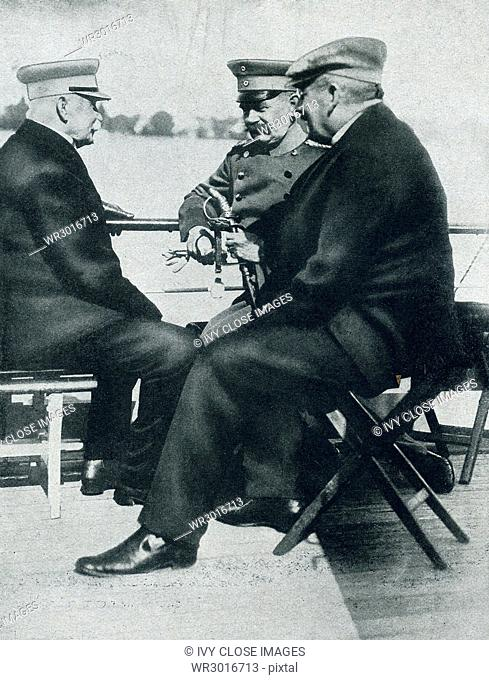 The caption for this photo that dates to around 1916 reads: Count Zeppelin, at the left, with Colonel Schmiedcke and Professor Heigesell