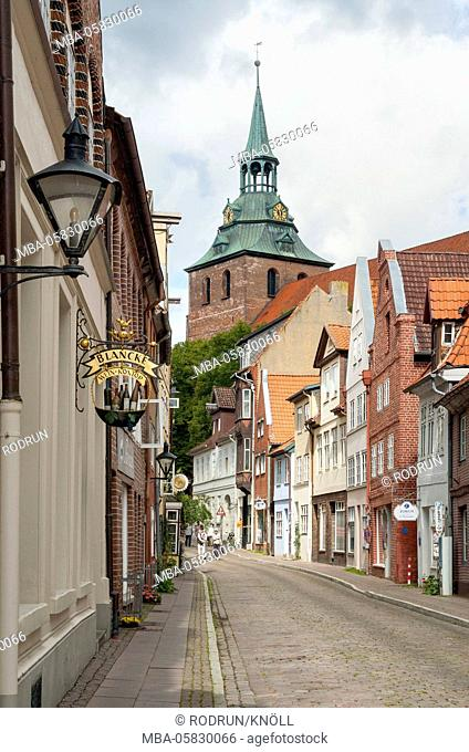 Germany, Lower Saxony, Hanseatic town Lüneburg, street 'Auf der Altstadt' with the tower of the church St. Michaelis