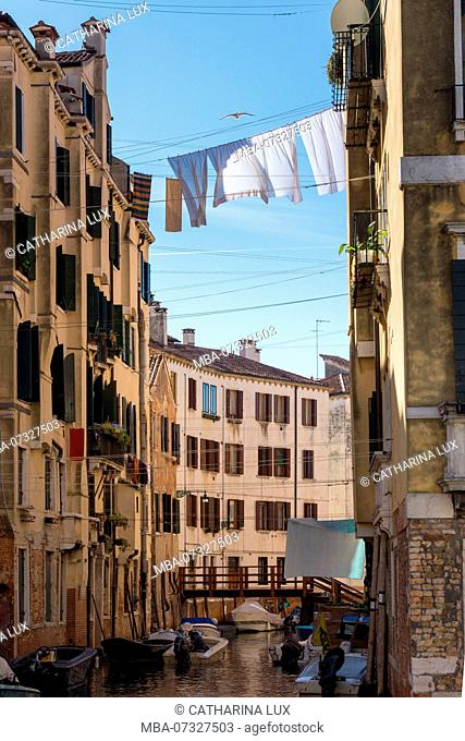 Venice, Cannaregio, clotheslines with laundry