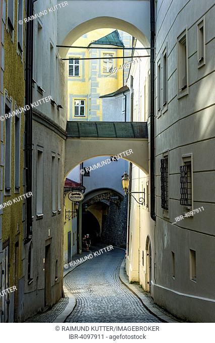 Narrow alleyway with flying buttresses, Innbrückgasse street, historic centre, Passau, Lower Bavaria, Bavaria, Germany