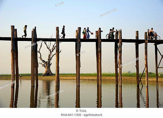Taung Thama Lake and U Bein bridge at Amarapura, Mandalay Province, Myanmar (Burma), Asia