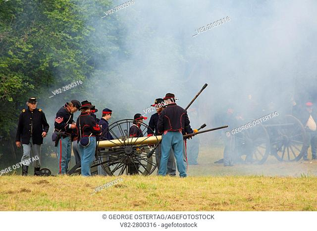 Confederate cannon battery during battle re-enactment, Civil War Reenactment, Willamette Mission State Park, Oregon