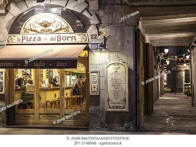 Street view in El Born quarter, pizzeria, Barcelona