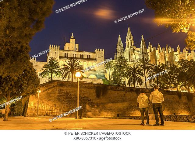 The Royal Palace of La Almudaina and the cathedral La Seu at dusk, Palma de Mallorca, Majorca, Balearic Islands, Spain,