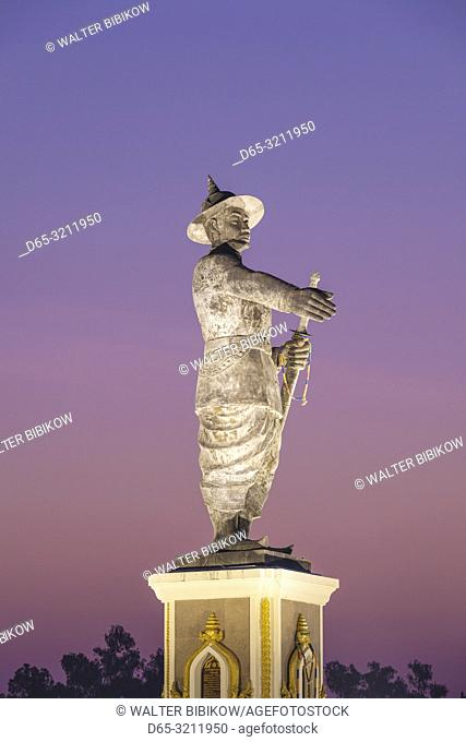 Laos, Vientiane, Mekong Riverfront, statue of former Laotian King Chao Anouvong, dawn