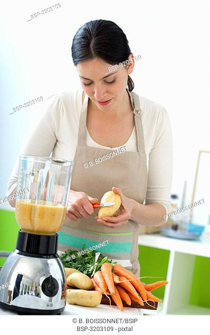 WOMAN IN KITCHEN Model