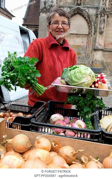 CHARLINE, FRUIT AND VEGETABLE SELLER AT THE FARMERS' MARKET OF THE TOWN OF RUGLES (27), FRANCE