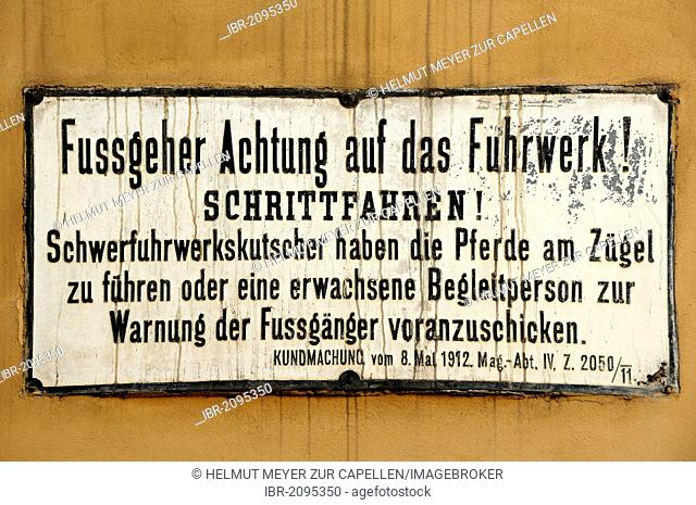 Warning sign in German on a wall from the time of horse-drawn vehicles, from 1912, Hafnerviertel, Vienna, Austria, Europe