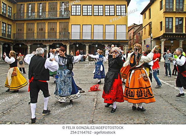Traditional dance at Tordesillas, Valladolid, Castile and Leon, Spain