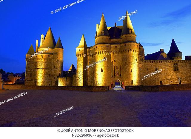 Vitre, Castle, Dusk, Ille-et-Vilaine, Bretagne, Brittany, France