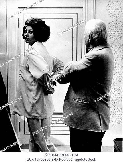 Aug. 4, 1966 - London, England, U.K. - Charlie Chaplin directs 'A Countess from Hong Kong' at Pinewood Studios. Pictured: CHARLIE CHAPLIN directing SOPHIA LOREN...