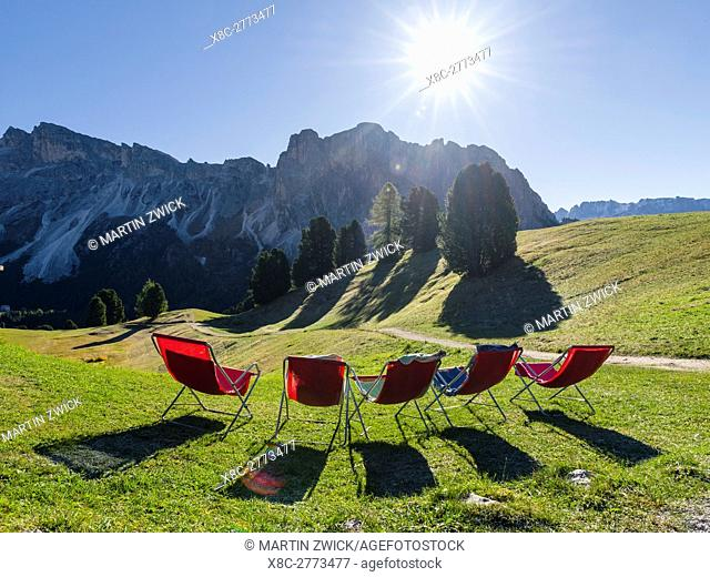 Mountain inn and deck chairs in the Geisler mountains (Gruppo delle Odle, Le Odle, Odles) in the nature park Puez-Geisler
