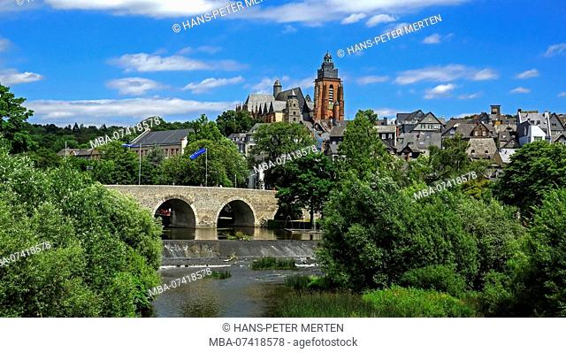 Old Lahn bridge and city view with cathedral, Wetzlar an der Lahn, Westerwald, Hesse, Germany