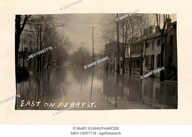 Flooding in Tiffin, Ohio, USA, showing Perry Street looking east in March 1913, with flood waters from the Sandusky River