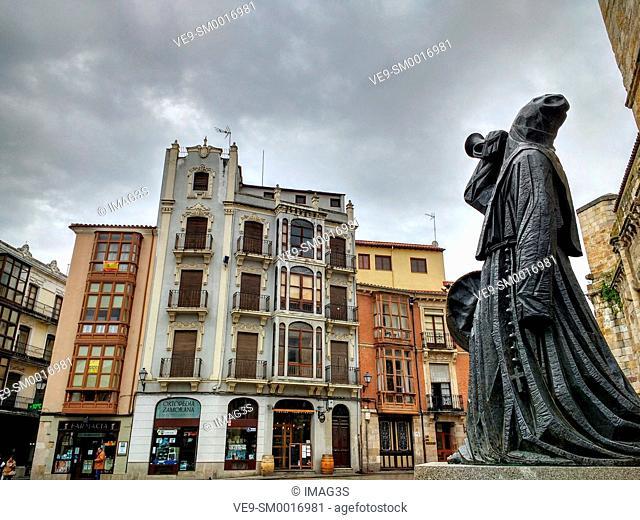Merlú image in front of San Juan de Puerta Nueva church. Zamora. Spain