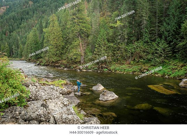 North America, USA, Pacific Northwest, Idaho, Nez Perce-Clearwater National Forest, Lochsa River, Fly fishing along Lewis and Clark trail